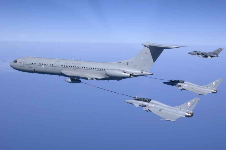 VC10 Refueling 3 Fighters